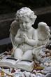betender Engel auf einem Grab