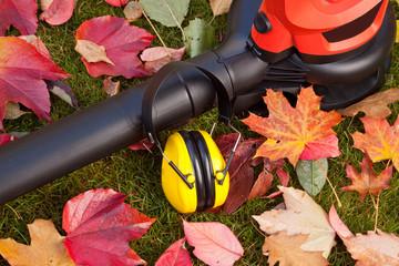 Laubbläser - Laubsauger mit Gehörschutz - Arbeitsschutz