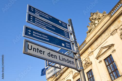 Touristenwegweiser Unter den Linden Berlin