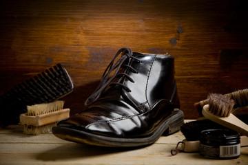 Calzolaio - Lucidare le scarpe