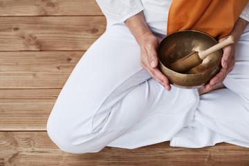 Detailaufnahme Yoga & Klangschale