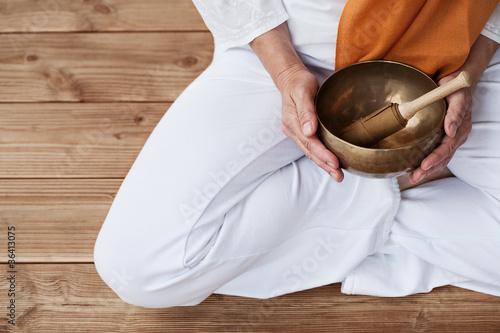 Leinwandbild Motiv Detailaufnahme Yoga & Klangschale
