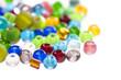 Perles de verre colorées, fond blanc - 36427876
