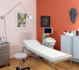 Ultraschallgerät mit Liege für Patienten