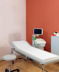 Ultraschallgerät mit Patientenliege