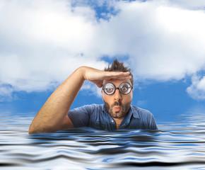 Uomo in mare