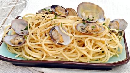 sphaguetti con almejas