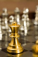 La regina, sola contro tutti.... (scacchi)