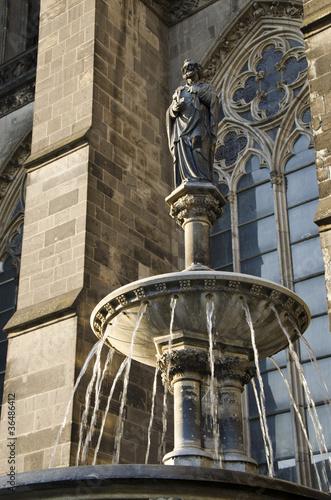 Brunnen am Kölner Dom - 36486412