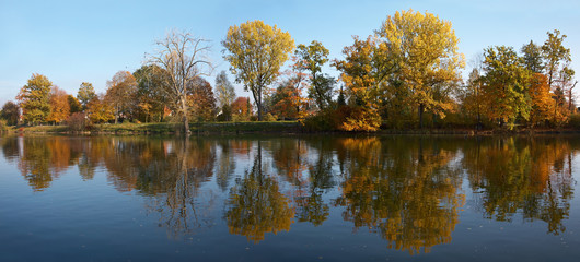 Donau Panorama im Herbst