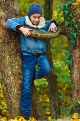 Kid climbing in a tree