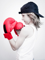 child with boxing gloves - bambino boxeur