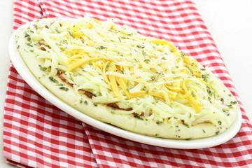 raw italian cheese pizza