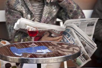 Verre de vin dans un bistrot - Paris, France