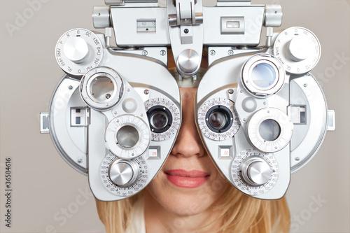 canvas print picture Frau beim Optiker