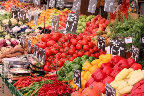 In de dag Boodschappen Organic market in Vienna