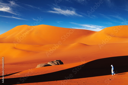Deurstickers Algerije Tuareg in desert at sunset, Sahara Desert, Algeria