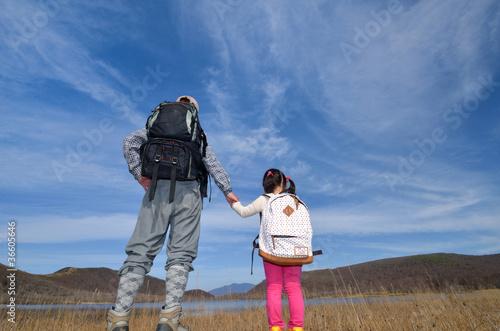 秋空と草原の二人