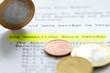 Rentenbescheid und Euromünzen