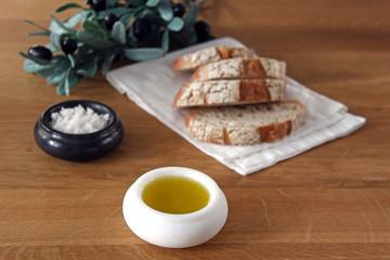 olivenöl mit salz und brot