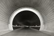 Menschen im Tunnel