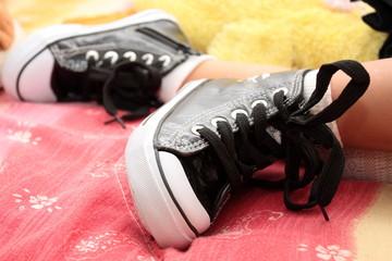 Sul letto con le scarpe