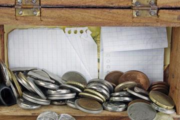 Monedas y fichas de jugar al mús