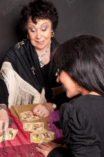 femme chez une cartomancienne