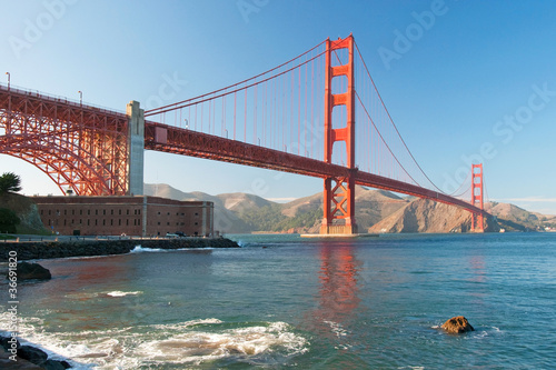 Staande foto India The Golden Gate Bridge in San Francisco during the sunset
