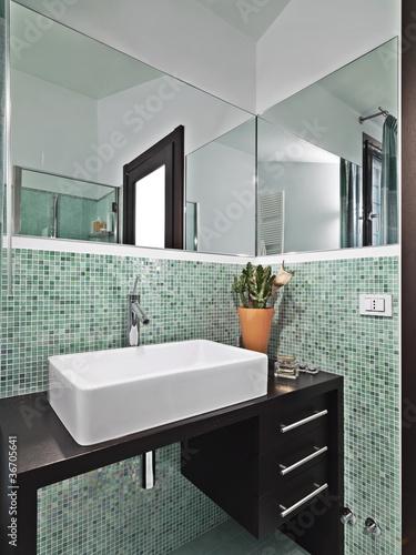 Bagno moderno con mosaico verde immagini e fotografie - Bagno mosaico verde ...