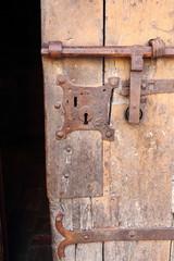 Altes Schloß an einer historischen Tür