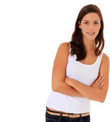 Attraktive junge Frau lehnt sich seitlich an