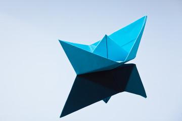 Schiff aus Papier gefaltet