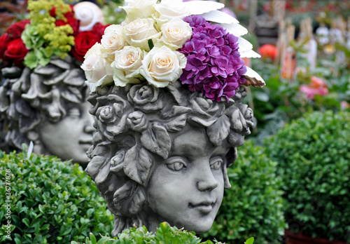 Gartendeko kopf von sandra thiele lizenzfreies foto for Gartendeko auf rechnung