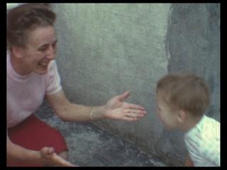 Umarmung von Mutter und Kind