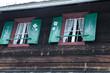 Fenster einer Berghütte in Österreich