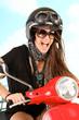 Frau auf dem Roller