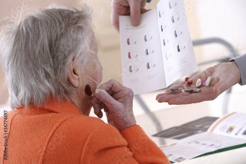 Prothèses - Essai d'un appareil auditif