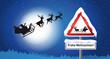 Fliegender Santa Claus mit Rentieren als Schattenriss und Schild