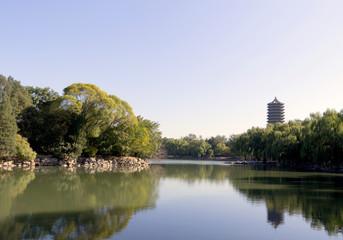宁静的北京大学未名湖