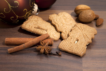 speculaas biscuits and ingredients
