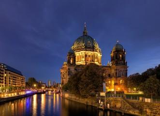 Berliner Dom am Abend
