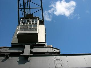 Krankabine auf Stahlträger am Osthafen in Frankfurt am Main