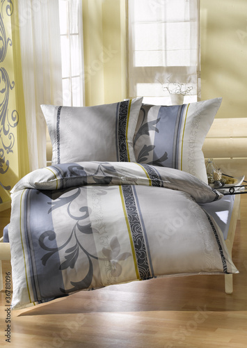 bettw sche von monster lizenzfreies foto 36788096 auf. Black Bedroom Furniture Sets. Home Design Ideas