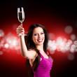 brünette Partygängerin mit Sektglas
