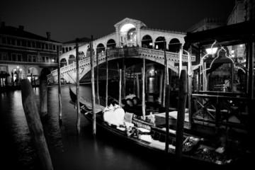 Ponte di Rialto di Notte Venezia