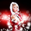 Weihnachtsfrau pustet Partikel