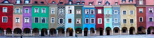 Leinwanddruck Bild Panorama of facades of houses of old Poznan, Poland