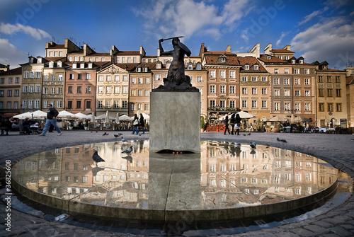 Syrenka na Rynku Starego Miasta w Warszawie - 36825608