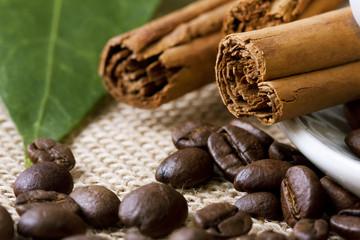 canela con granos de café